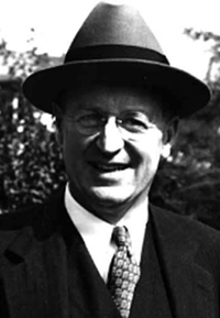 robert lynd as an essayist Robert wilson lynd anonymous dear quote investigator: the irish journalist and essayist robert lynd crafted a remark about these strains with a humorous edge.